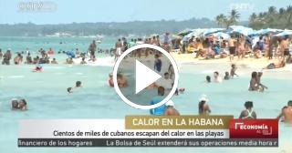 Cientos de miles de cubanos escapan cada día del calor en las Playas del Este