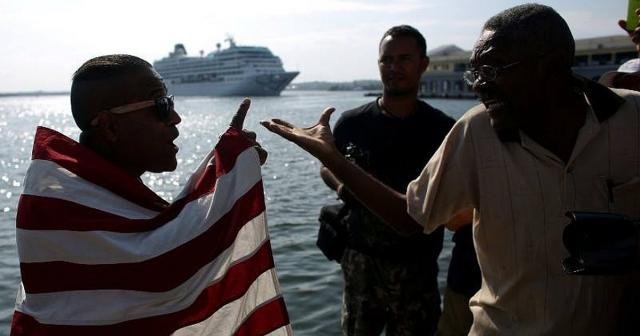 arrestan a cubano por portar enseña norteamericana a la llegada del crucero Adonia